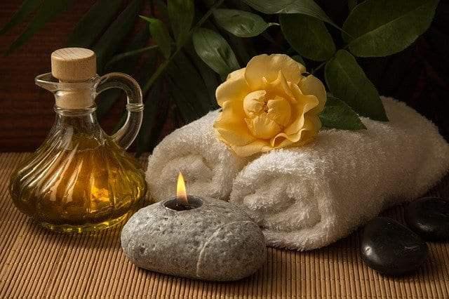 naturalne olejki do masażu pielęgnują i relaksują