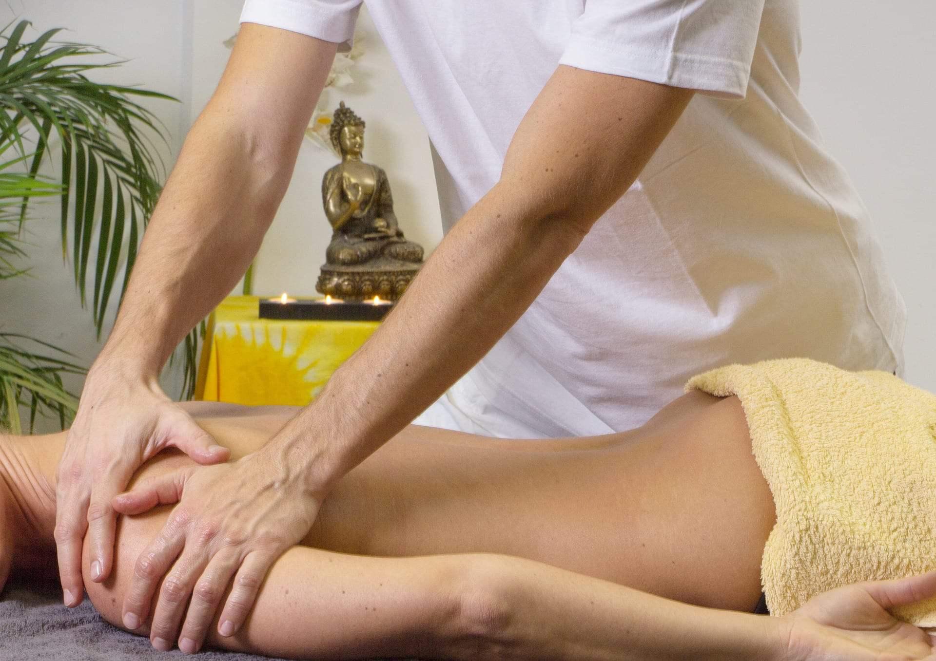 relaksacyjne masaże świecą